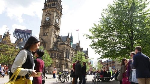 Busy downtown Sheffield: Sheffield Town Hall